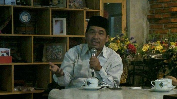 Direktur Lingkar Madani Indonesia (LIMA) Ray Rangkuti saat menjadi pembicara dalam diskusi bertajuk Sebar Hoaks Jelang Debat: Siapa Untung, Siapa Buntung? di kawasan Menteng, Jakarta Pusat, Selasa (15/1/2019).