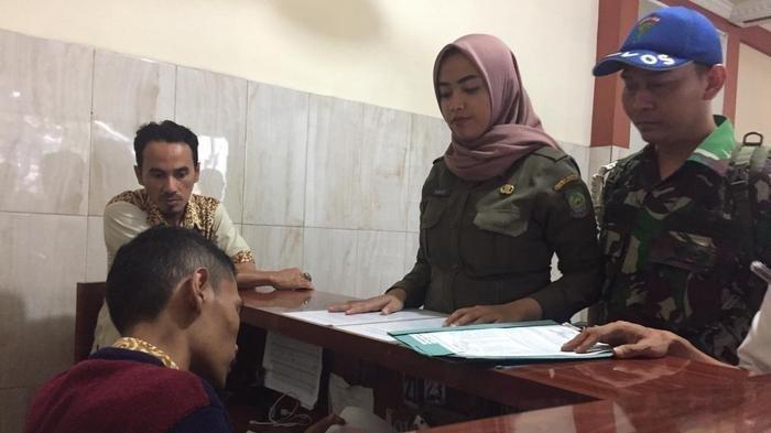 Tim Srikandi Satpol PP Kota Tangerang turun melakukan operasi prostitusi. Dalam razia ini sebanyak 14 pasangan mesum berhasil diamankan