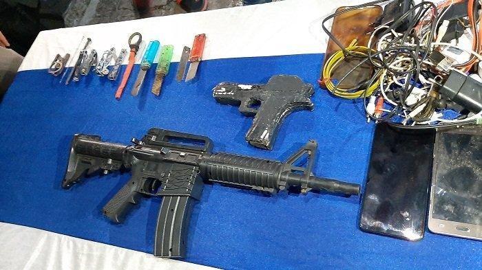 Petugas Temukan Senjata Api Laras Panjang dan Pistol Mainan Hasil Razia Lapas Cirebon
