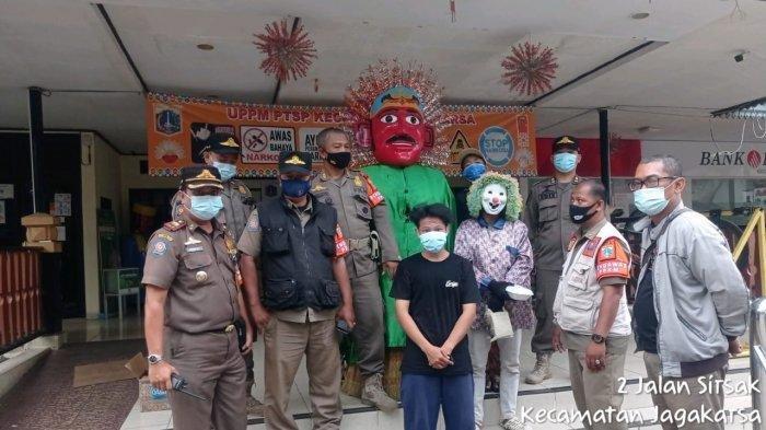 Operasi Asih Asuh, Ondel-ondel dan Pengamen Berkostum di Jagakarsa Diamankan Satpol PP