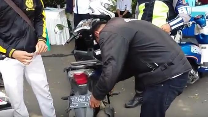 Ketahui Jenis Pelat Nomor yang Undang Priwitan Pak Polisi