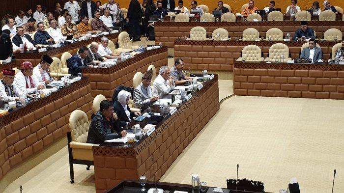 Kiri ke kanan: Kepala BNPB Doni Monardo, Kepala BMKG Dwikorita Karnawati, Menteri Perhubungan Budi Karya Sumadi dan Menteri PUPR Basuki Hadimuljono dalam rapat dengar pendapat (RDP) dengan Komisi V DPR RI, Selasa (28/1/2020).