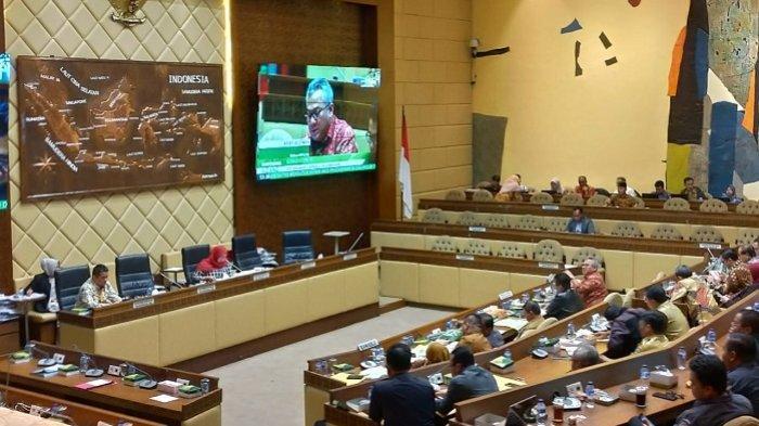 Komisi II DPR RI menggelar rapat persiapan Pemilu dengan KPU, Bawaslu, hingga Kemendagri, Senin (18/3/2019).
