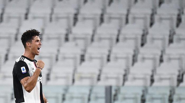 Penyerang Portugal Juventus Cristiano Ronaldo merayakan setelah mencetak gol selama pertandingan sepak bola Serie A Italia antara Juventus dan Sampdoria bermain secara tertutup pada 26 Juli 2020 di Stadion Allianz di Turin. MARCO BERTORELLO / AFP