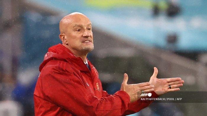 Reaksi pelatih Hungaria Italia Marco Rossi dari pinggir lapangan selama pertandingan sepak bola Grup F UEFA EURO 2020 antara Jerman dan Hungaria di Allianz Arena di Munich pada 23 Juni 2021.