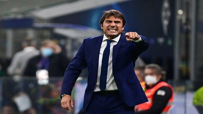Reaksi pelatih Inter Milan, Antonio Conte saat leg pertama babak pertama Liga Champions UEFA di stadion San Siro di Milan, pada 21 Oktober 2020.