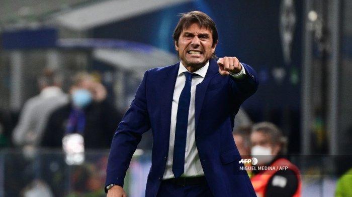 Reaksi pelatih Inter Milan Italia Antonio Conte saat leg pertama babak pertama Liga Champions UEFA, grup B, pertandingan sepak bola antara Inter Milan dan Borussia Moenchengladbach, di stadion San Siro di Milan, pada 21 Oktober 2020. MIGUEL MEDINA / AFP