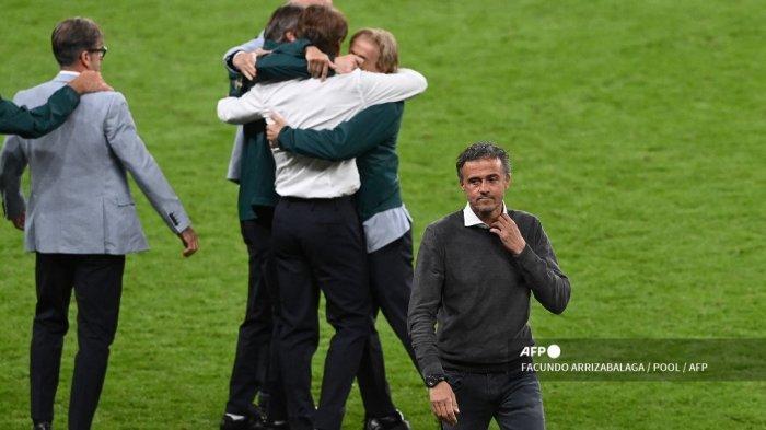 Reaksi pelatih Spanyol Luis Enrique setelah kalah dalam pertandingan sepak bola semifinal UEFA EURO 2020 antara Italia dan Spanyol di Stadion Wembley di London pada 6 Juli 2021.