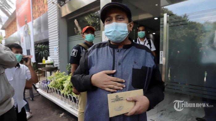Sekjen Habib Rizieq Shihab (HRS) Center, Haikal Hassan mendatangi Direktorat Reserse Kriminal Khusus Polda Metro Jaya, Jakarta Selatan, Rabu (23/12/2020). Kedatangannya untuk diperiksa terkait pengakuan dirinya yang mimpi bertemu dengan Rasulullah SAW, namun karena dirinya reaktif Covid-19 saat dilakukan pemeriksaan rapid test antibodi, Haikal Hasan batal dimintai klarifikasi hingga ada hasil swab PCR negatif Covid-19. Tribunnews/Herudin