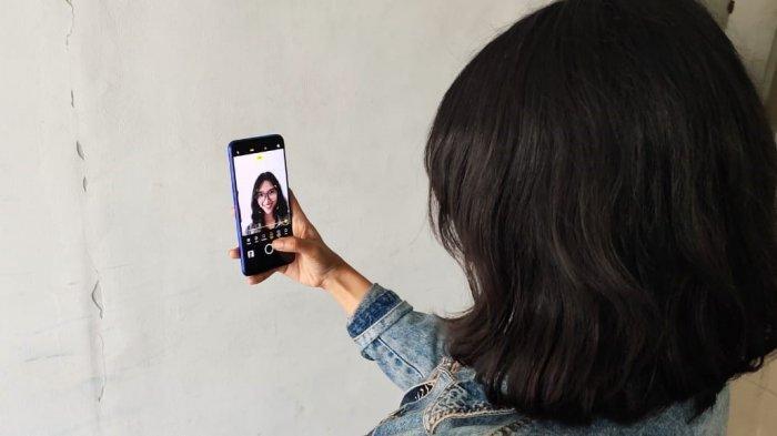 Pokoknya, kamu akan betah berlama-lama selfie dengan realme XT.