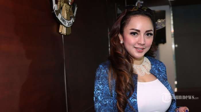 Farhat Abbas Nekat Buka Aib, Regina Lancarkan 'Serangan Balasan'