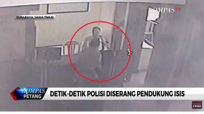 Rekaman CCTV detik-detik penyerangan Polsek Wonokromo Surabaya, Sabtu (17/8/2019).
