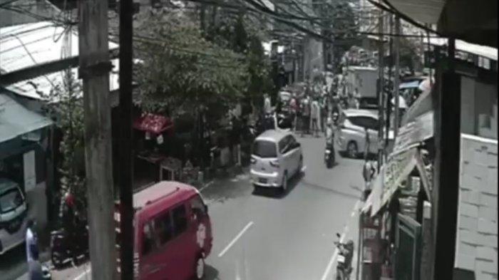 Kecelakaan Beruntun di Jakarta Timur, Truk Seruduk Mobil dan Motor Terekam CCTV