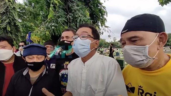 Rekan rekan Yanto Tampan saat ditemui oleh awak media