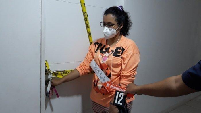 Rekonstruksi adegan praktik aborsi di unit apartemen Bassura City