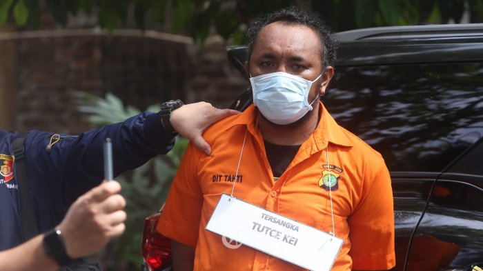 Sejumlah tersangka memperagakan adegan rekontruksi awal penyerangan kelompok John Kei di Lapangan Arcici, Cempaka Putih, Jakarta Pusat, Senin (6/7/2020). Resmob Polda Metro Jaya menggelar rekontruksi awal penyerangan dengan menghadirkan para tersangka dan memperagakan 6 adegan di kawasan itu. Warta Kota/Angga Bhagya Nugraha