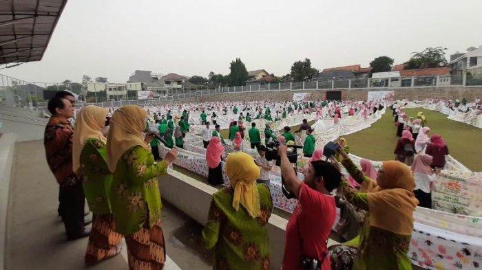 Rekor MURI Hand Printing Terpanjang Murid TK Aisyiyah Bustanul Athfal