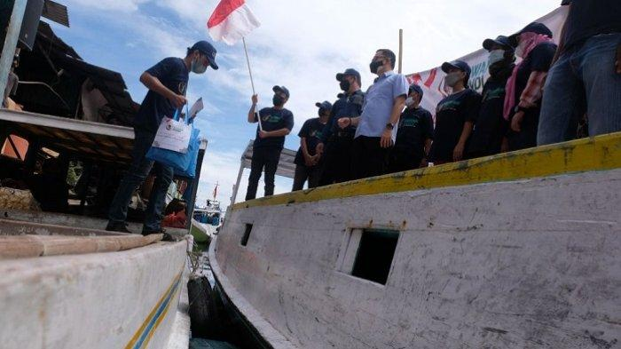 Dorong Sandiaga Maju Pilpres, Relawan Kawan Sandi Deklarasi di Atas Kapal Nelayan