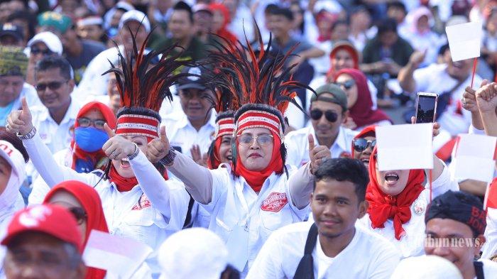 Belasan Ribu Relawan Syukuran Pelantikan Jokowi-Maruf Amin di Jalan Medan Merdeka Selatan