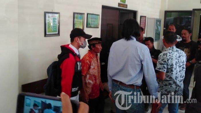 Remaja pembunuh begal, ZA mendapat keputusan sidang. Pelajar SMA itu diputuskan majelis hakim agar dikirim ke LKSA (Lembaga Kesejahteraan Sosial Anak) di Dairul Aitam Wajak selama satu tahun.