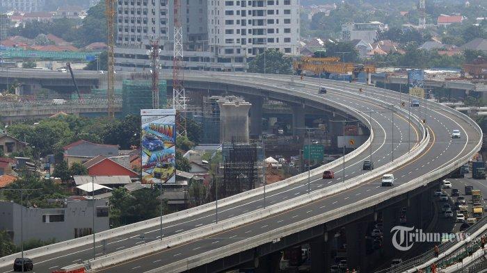 5 Mobil Tabrakan Beruntun di Tol Layang Jakarta-Cikampek