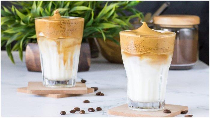 Ilustrasi dalgona coffee - Simak resep dalgona coffee anti gagal ala Rachel Vennya berikut ini. Rahasia ada di bahan utamanya, yaitu kopi.