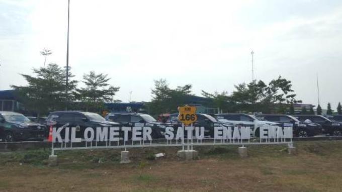 Rest Area KM 166 yang berada di Tol Cipali, Jawa Barat.