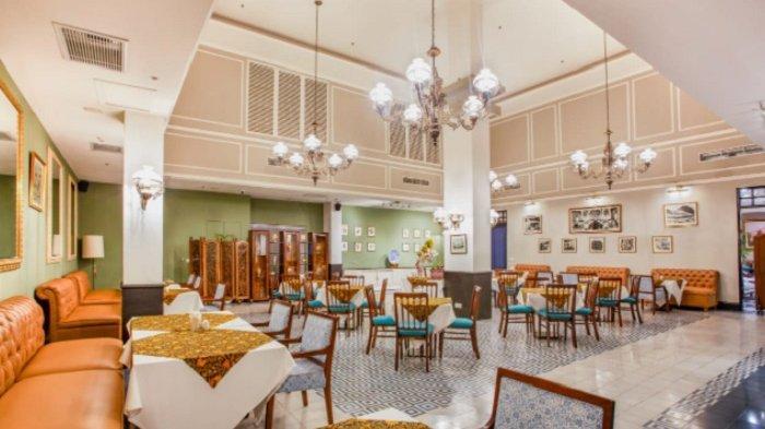 Suasana restoran bertema Batavia tempo dulu.