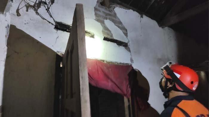 Dampak Gempa M 6,2 di Blitar, Dapur Roboh dan Dinding Rumah Warga Retak-retak