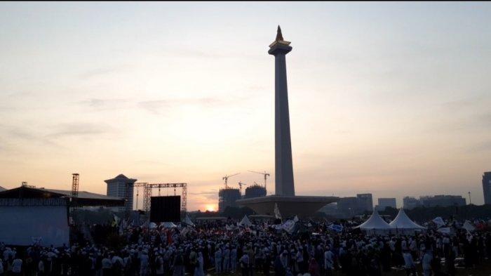 Suasana jemaah yang datang di Reuni Akbar 212, Monas, Jakarta Pusat, Senin (2/12/2019)