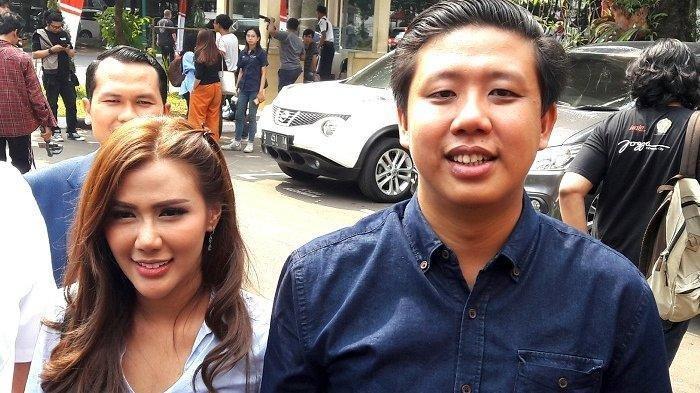 Pasangan Rey Utami dan Pablo Benua diperiksa di Ditreskrimsus Polda Metro Jaya, Semanggi, Jakarta Selatan, Rabu (10/7/2019).