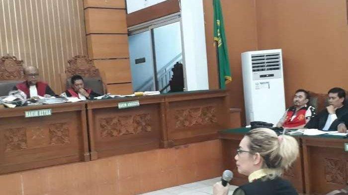 Hadir Jadi Saksi di Sidang Gatot Brajamusti, Reza Artamevia: Dia Guru Saya