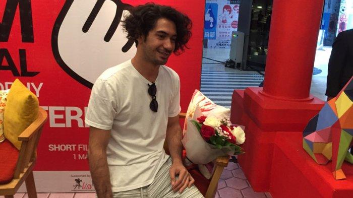 Aktor Jadi Sutradara, Reza Rahadian Menolak Sebut Aji Mumpung