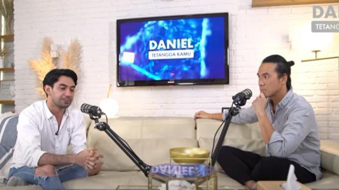 Reza Rahadian dalam kanal YouTube Danniel Mananta
