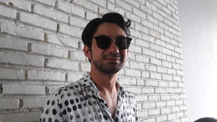 Musikalisasi Puisi, Reza Rahadian Deg-degan Tampil di Depan Penyairnya Langsung