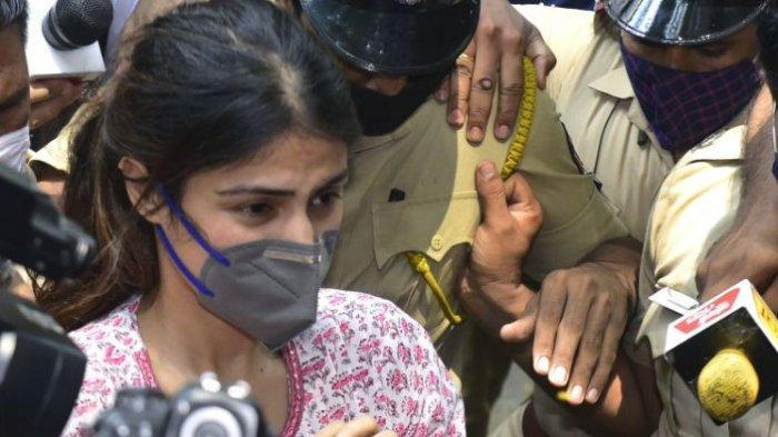 Rhea Chakraborty Ditangkap oleh Badan Pengawas Narkotika India Terkait Kematian Sushant Singh Rajput