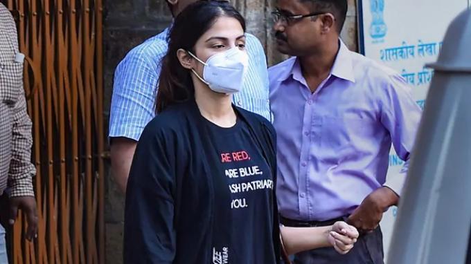 Perjalanan Kasus Narkoba Rhea Chakraborty: Setelah Sebulan Ditahan Kini Bebas dengan Jaminan