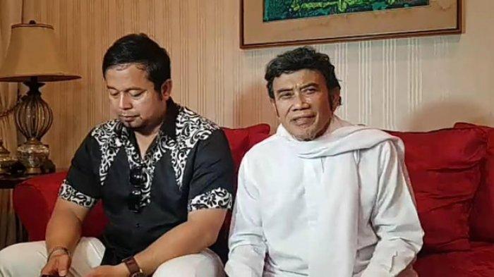 Rhoma Irama didampingi pengacaranya, di kediamannya di kawasan Mampang, Jakarta Selatan, Senin (15/4/2019).