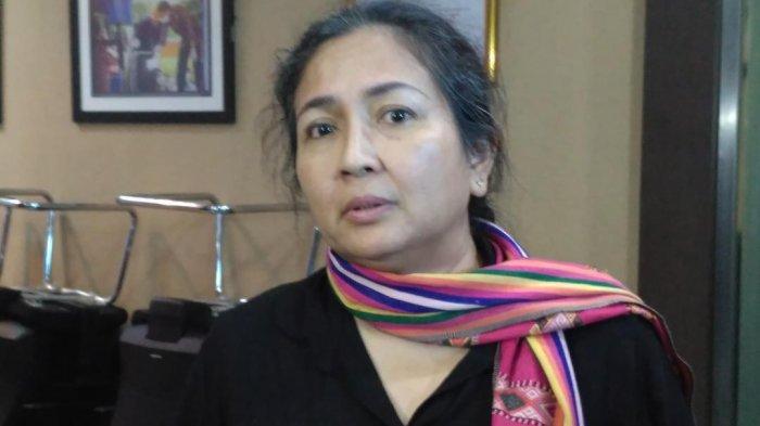 Aktris Dewi Irawan ditemui di kantor Badan Narkotika Nasional (BNN), Cawang, Jakarta Timur, Minggu (10/6/2018).