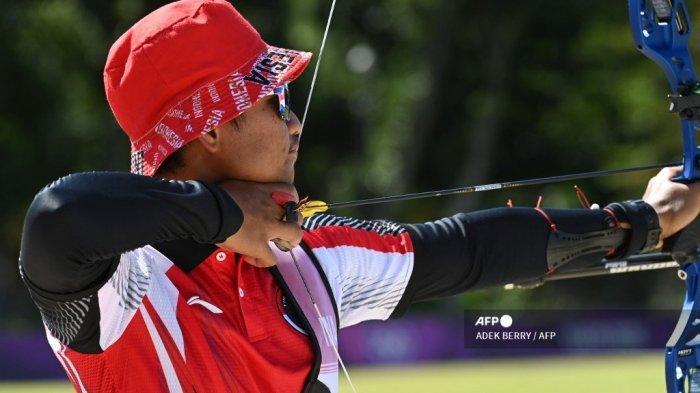 Pemanah Indonesia Riau Agatha bertanding dalam babak peringkat panahan individu putra pada Olimpiade Tokyo 2020 di Lapangan Panahan Taman Yumenoshima di Tokyo pada 23 Juli 2021.