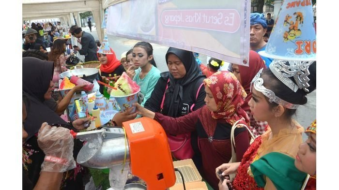 Bandung Lautan Manusia di Riau Street Festival 2016