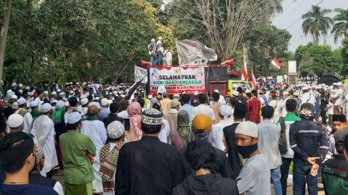 Ribuan Orang Demo DPRD Purwakarta Tolak Paham Komunis dan RUU HIP
