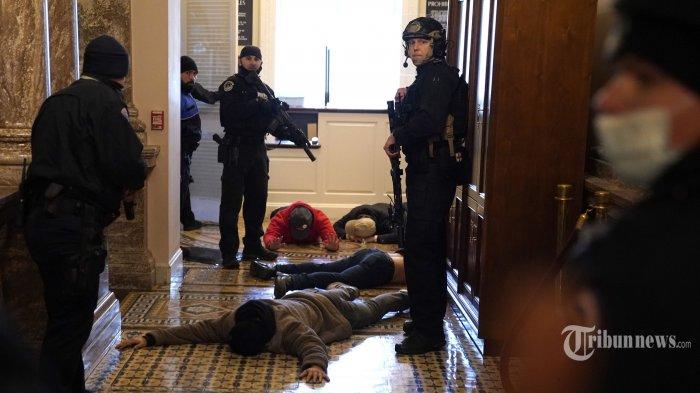 Ini Foto Wajah Para Pendukung Donald Trump yang Dirilis Polisi dan FBI, Kini Berstatus Buron