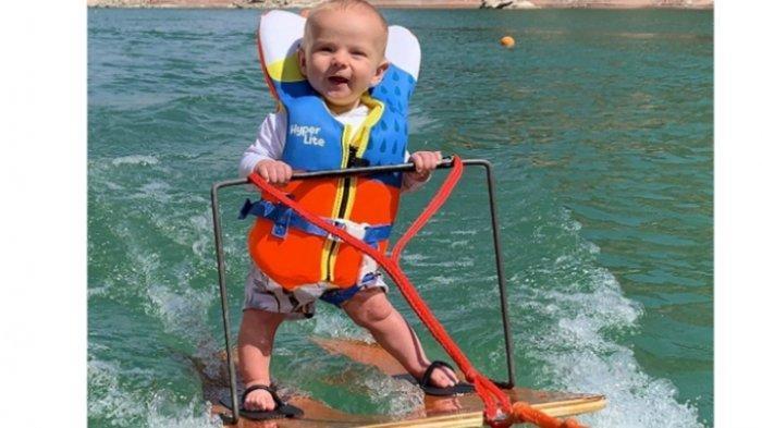 Bayi Berusia 6 Bulan Sudah Bisa Lakukan Ski Air Jadi Perbincangan, Ini Sosok Orangtuanya
