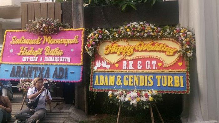 Karangan bunga Selamat Menikah untuk pasangan Richard Kevin dan Cut Tari