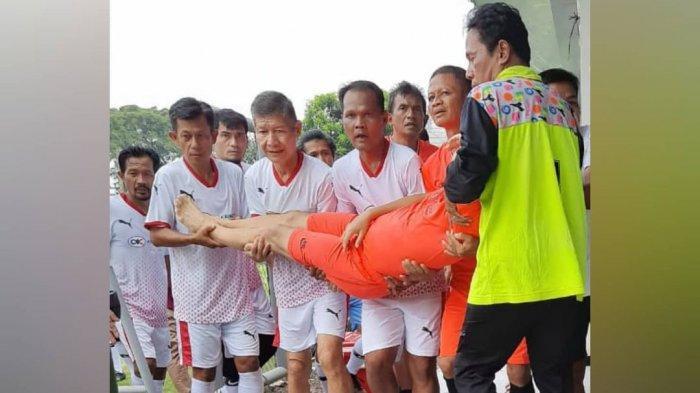 Legenda sepakbola Indonesia Ricky Yacobi diduga mengalami serangan jantung saat bermain bola di Lapangan A Senayan, Sabtu (21/11/2020). Ia kemudian dikabarkan menghembuskan napas terakhir di Rumah Sakit TNI Angkatan Laut dr Mintoharjo Jakarta.