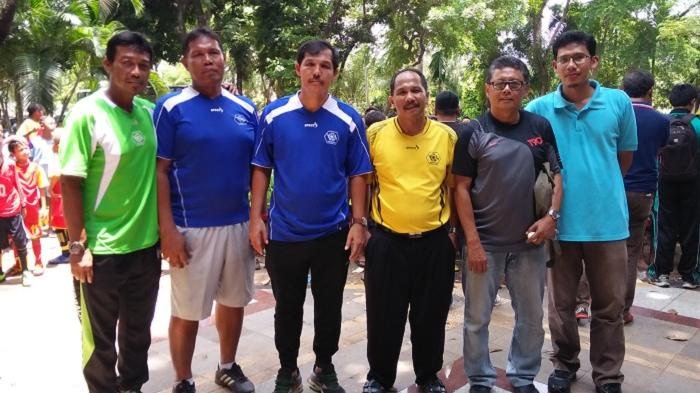 Ricky Yacobi (ketiga dari kiri). (SUPER BALL/SYAHRUL MUNIR)