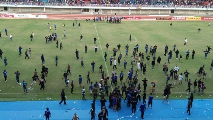Kericuhan suporter pecah di stadion Mandala Krida, Yogyakarta, saat pertandingan antara PSIM Yogyakarta Vs Persis Solo