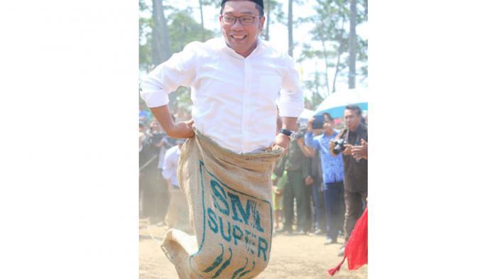 ridwan-kamil-balap-karung_20150818_005121.jpg