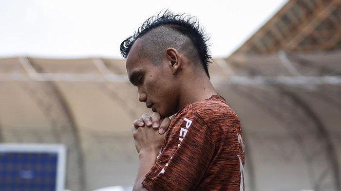 Riko Simanjuntak Tampil Dengan Gaya Rambut Mohawk Dalam Laga Persija Jakarta Kontra Bali United